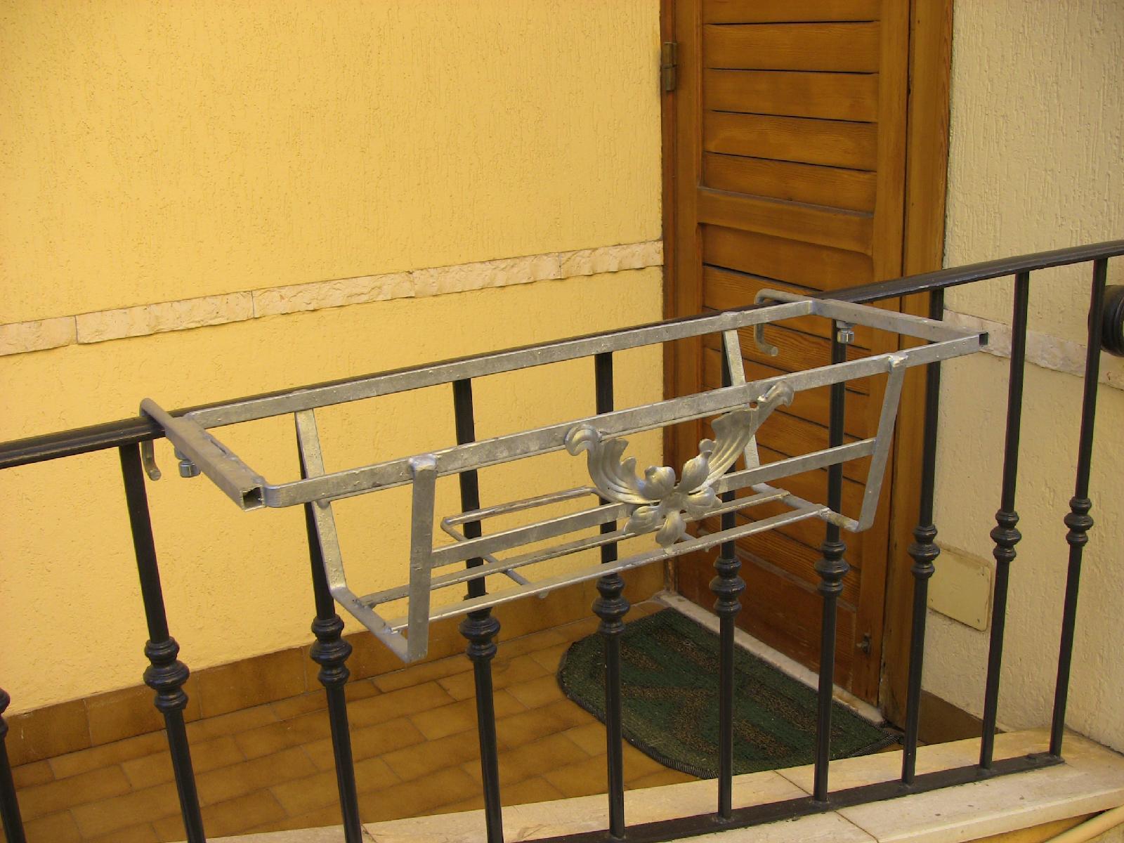balconiera con ganci estendibili